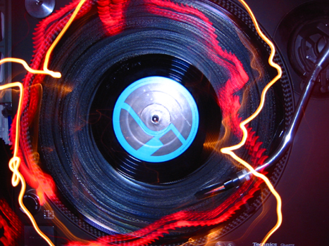 Spinning Trance, downtempo, drum'n'bass, electronic music, funk and hip-hop